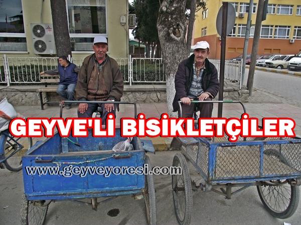 Geyve'de Bisiklet Arabalarıyla Yük ve Eşya Taşıyıp Para Kazanıyorlar.